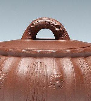 鉴别紫砂壶真伪,主要从造型工艺泥质颜色等考虑