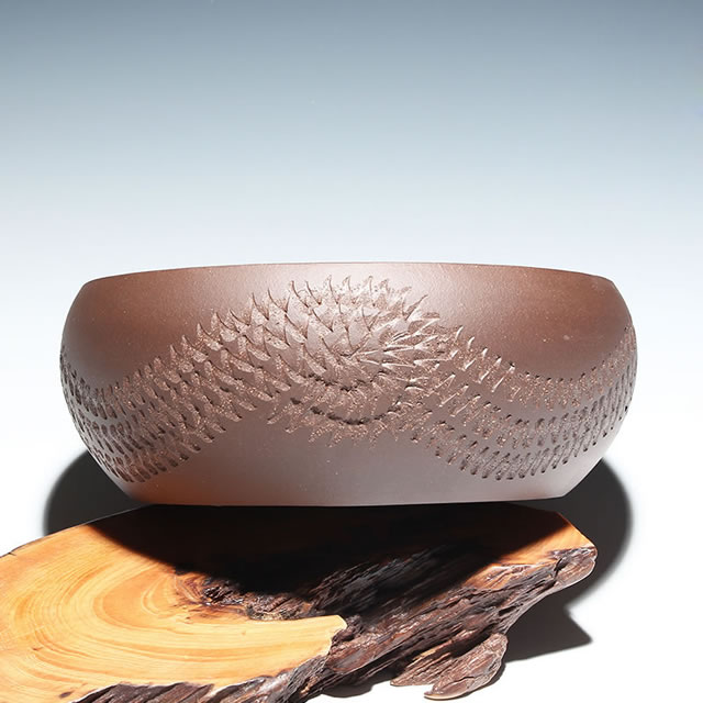 顾正权紫砂壶上面雕刻的花纹是他自己亲自雕刻的吗?
